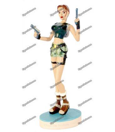Figurine TOMB RAIDER en résine LARA CROFT armée en short militaire